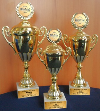COME TO THE FINAL ROUND OF THE EUROPEAN CUP IN GERMANY AND WINN THESE BEAUTIFUL CUPS